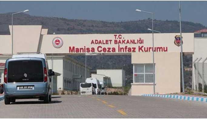 Darp edilen tutuklular vücutlarındaki yaralarla açık görüşe çıktı