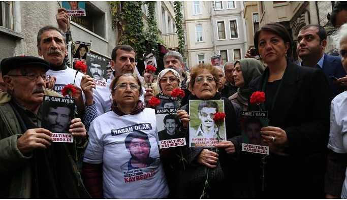 Engellenen Cumartesi Anneleri: Unutmasınlar Galatasaray mezarımız