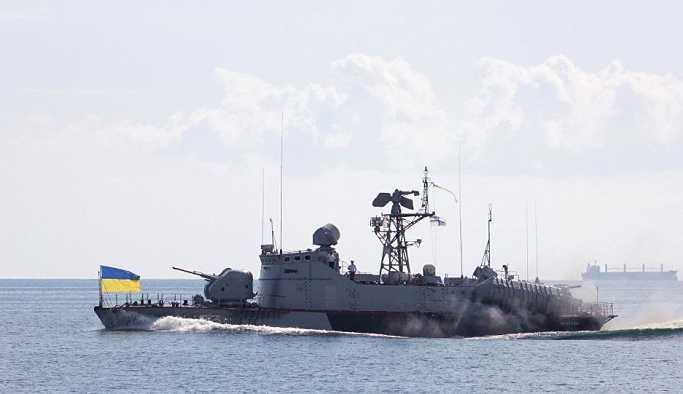 FSB: Ukrayna Donanması'nın 2 gemisi son sürat Kerç boğazına doğru ilerliyor