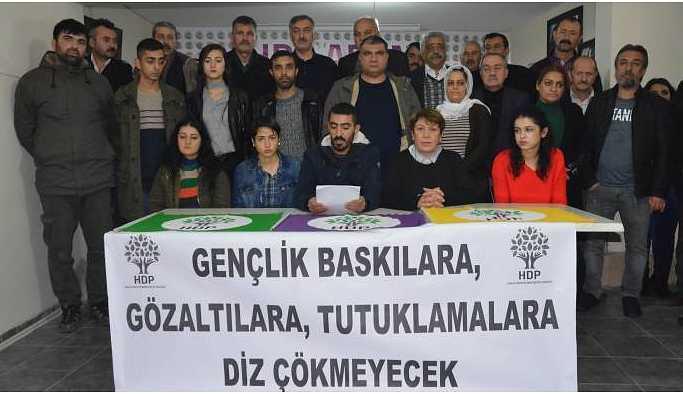 HDP'li gençler 'diz çökmeyeceğiz' mesajı verdi