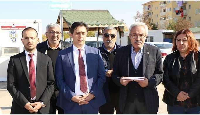HDP'liler Sincan Cezaevi önünde Baluken'in mesajını okudu