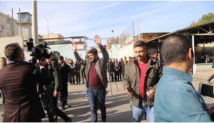 HDP'li kadın vekillerin açıklamasında basına engel