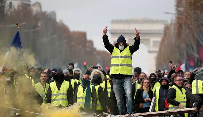 Macron'dan Sarı Yeleklilere: Sizi anlıyorum ama...