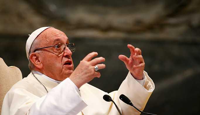 Papa Francis: Dedikoducular teröristtir