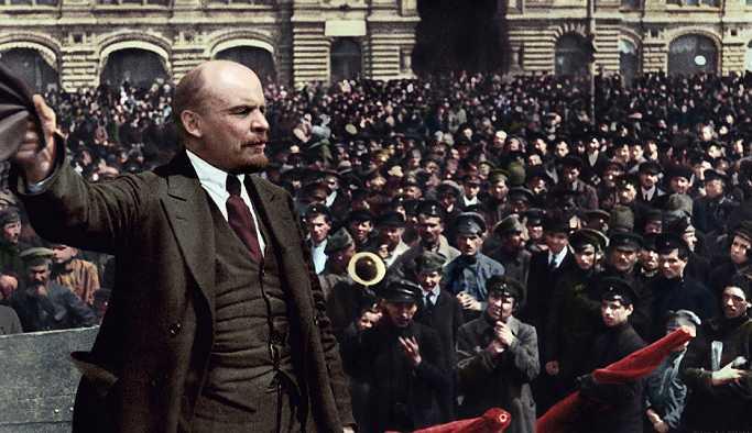 Rusya'da Lenin mozolesindeki naaşın kopyasıyla değiştirilmesi teklif edildi