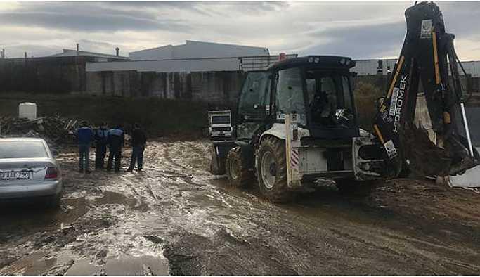 Tuzla'da boş araziye kimyasal atık gömdükleri ortaya çıktı