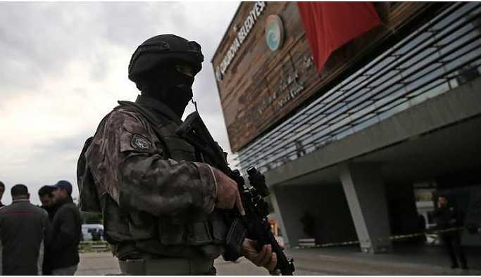 Çukurova Belediyesi'nde silahlı saldırı: 1 kişi yaşamını yitirdi