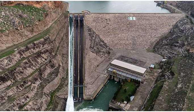 Dicle Barajı'na 5 gün sonra kapak getirildi