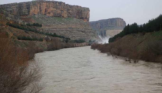 Dicle Barajı'na takılacak yeni kapak 7 TIR'la taşındı
