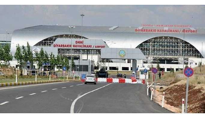 Diyarbakır Havaalanı'nda bir yolcu uçakta yaşamını yitirdi
