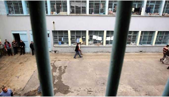 Ege'de 13 tutuklu daha açlık grevine başladı