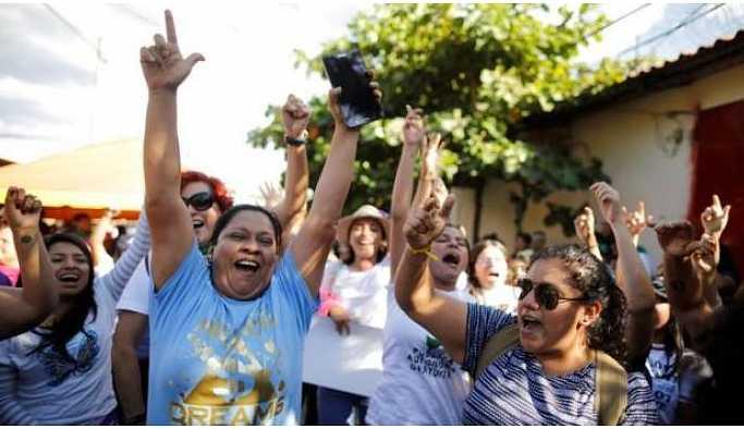 El Salvador'da 'kürtaj karşıtı yasa'dan tutuklu olan kadın serbest bırakıldı