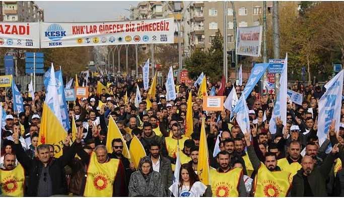 Emekçiler ekonomik krize karşı İstasyon Meydanı'na aktı