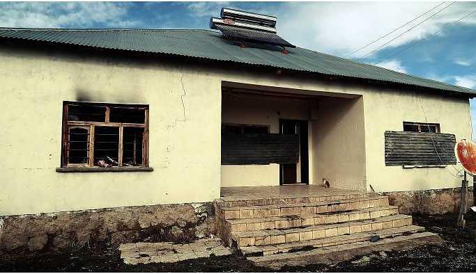 Evleri polis baskında ateşe verilen Polat ailesi göç etti: Zulümden kaçıyoruz