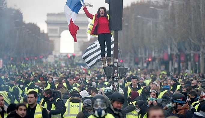 Fransa İçişleri Bakanından Sarı Yeleklilere çağrı: Eylem yapmayın