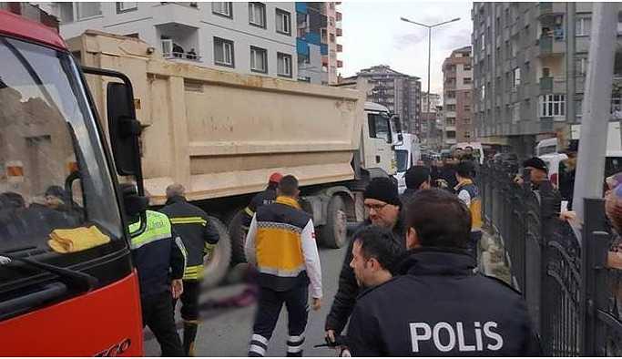 Hafriyat kamyonu polis aracına çarptı: 1 ölü
