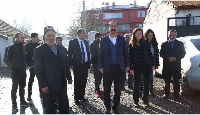 HDP'li vekiller Sakarya'daki aileyi ziyaret etti: Aile tehdit ediliyor