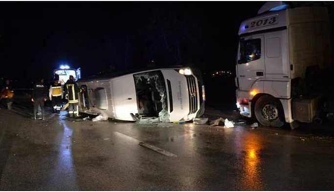 İşçileri taşıyan minibüs TIR'la çarpıştı: 4 ölü, 16 yaralı