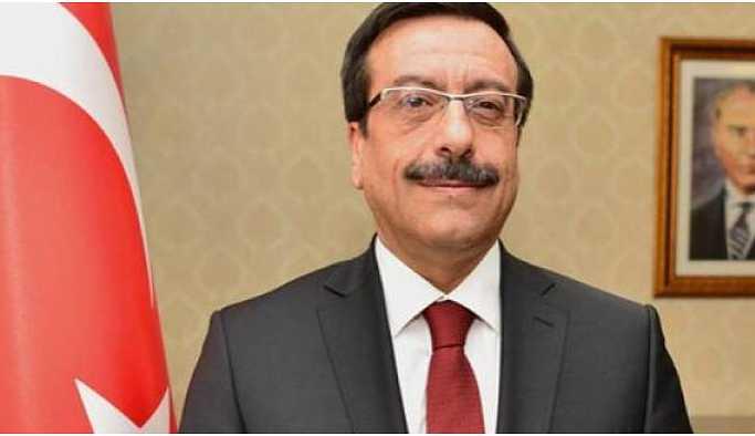 İstifa etmediği gibi AKP'li ismi özel kalem müdürü yaptı