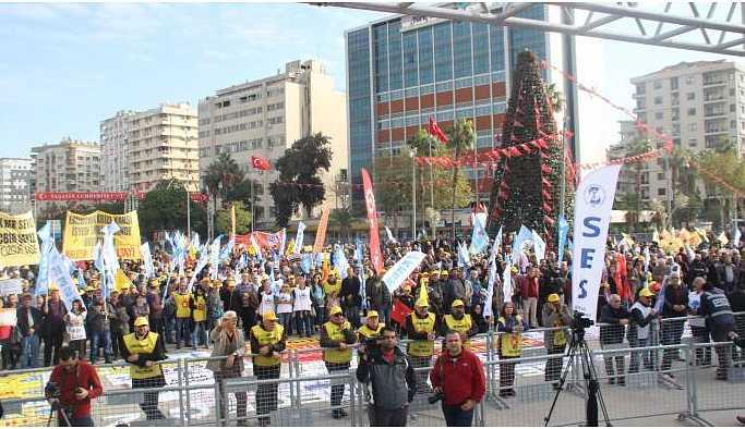 KESK'in Çukurova mitingi başladı: Birlikte mücadele edeceğiz