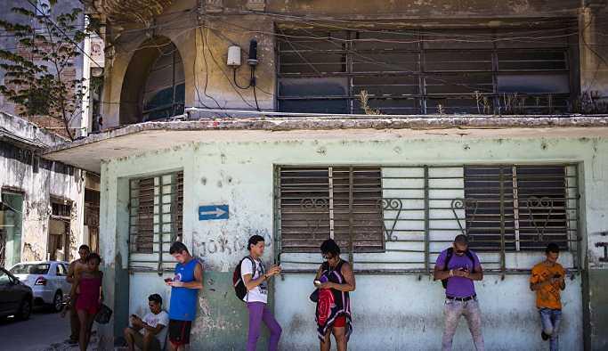 Küba cep telefonları için sınırsız internet erişimi hizmetine geçiyor