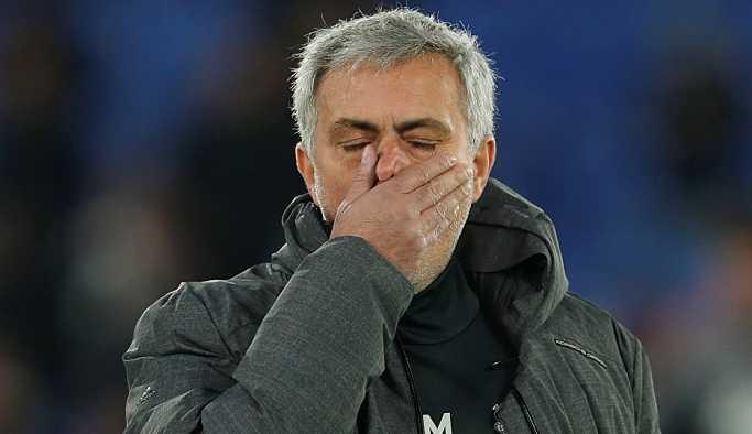 Manchester United, Mourinho ile yollarını ayırdı