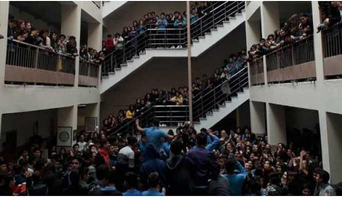 Tacizi protesto eden lise öğrencilerine uzaklaştırma