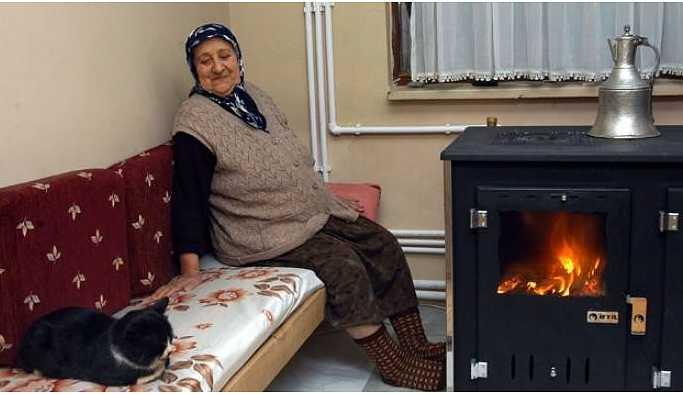 TÜKODER: Halk ısınmak için 'yün yeleklerini' giydi