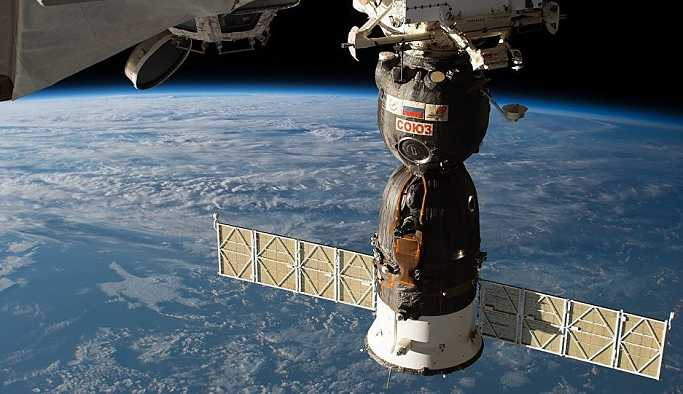 UUİ'deki kozmonot ve astronotlar Kazakistan'a iniş yaptı