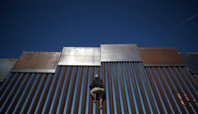 ABD cuma günü sığınmacıları Meksika'ya geri göndermeye başlayacak