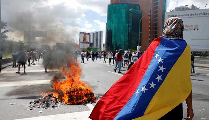 ABD Venezüella'daki diplomatlarının bir kısmını geri çekiyor
