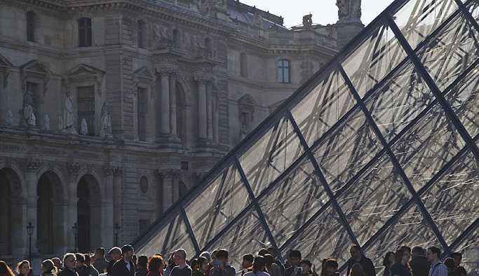 Beyonce ile Jay-Z'nin çektiği klip sayesinde Louvre Müzesi ziyaretçi rekoru kırdı