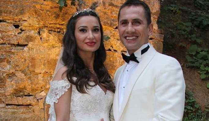 Boşanmak üzere olduğu eşinden Emre Aşık için FETÖ ihbarı