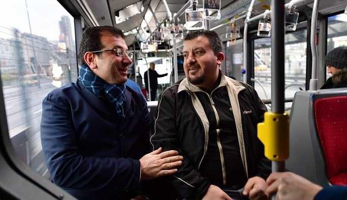 CHP'li İmamoğlu, 'Metrobüs alacağım' diyen vatandaşla yolculuk yaptı