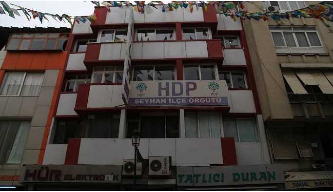 Demirtaş'ın adının olduğu pankarta soruşturma açıldı
