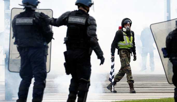 Fransa'da Sarı Yelekler, gösterilerin 11. haftasında sokaklarda