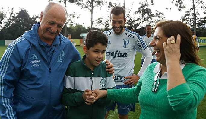 Futbol asla sadece futbol değildir: Görme engelli oğlunu stata götürüp tüm maçı anlatan anne Brezilya'da kalpleri ısıttı