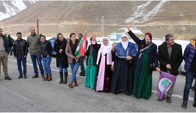 HDP Hakkari ve Van'da adaylarını halka tanıttı