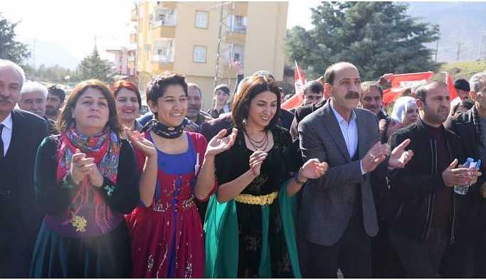 HDP'nin Hazro adayları halkla buluştu