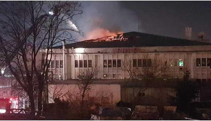 İstanbul'da 2 ilçede yangın: 1 kişi yaşamını yitirdi