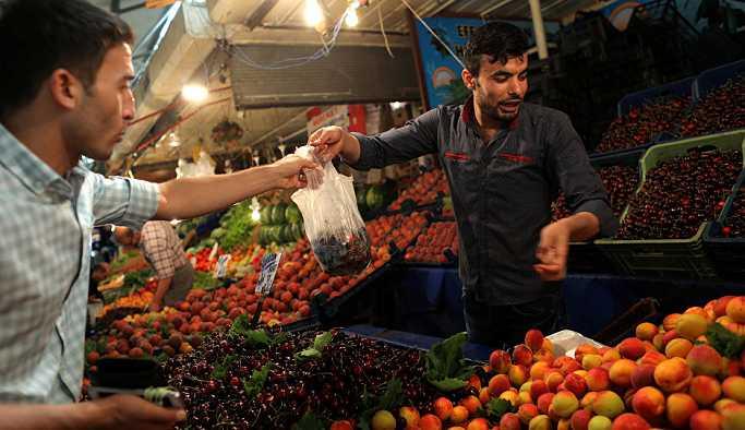 İzmirli esnaf: Ben 35 senelik pazarcıyım ve ilk defa bu fiyatlara sebze satıyorum
