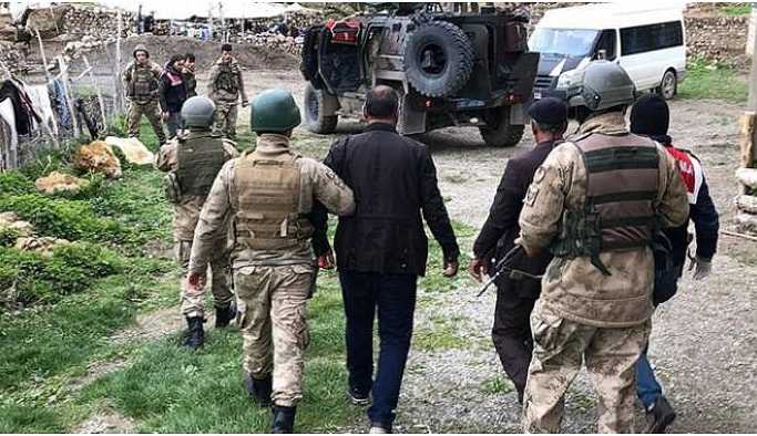 Mardin'de yerlerine kayyum atanan muhtarlar gözaltına alındı