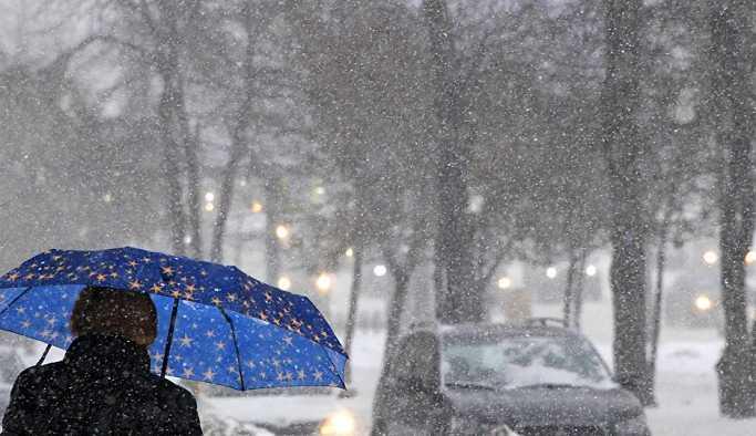 Moskova kara teslim: 50'yi aşkın araç zincirleme kaza yaptı