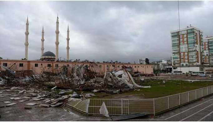 Olumsuz hava koşulları Antalya'da hayatı felç etti