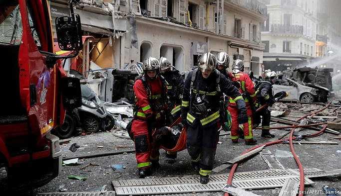 Paris'teki patlamada üç kişi öldü