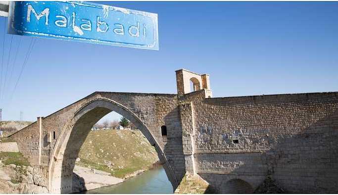 Tarihin eskitemediği Malabadi Köprüsü'nde gezinti