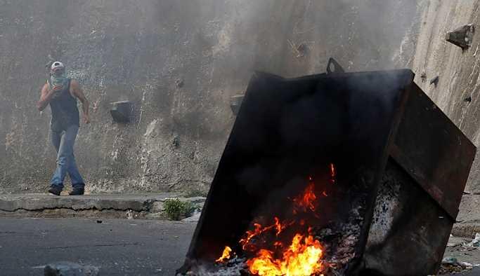 Venezüella'da bir 'darbe girişimi' daha akamete uğratıldı