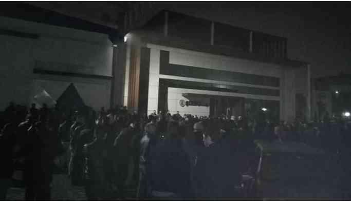 Antep'te tekstil işçileri verilen zamma tepkili