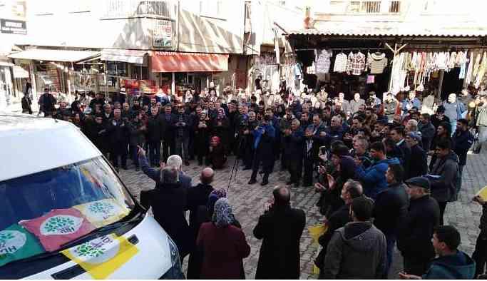 Çermik'te HDP adaylarına coşkulu karşılama