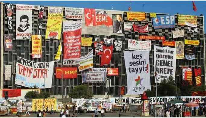 Erdoğan: AKM'ye teröristlerin resimlerini astılar